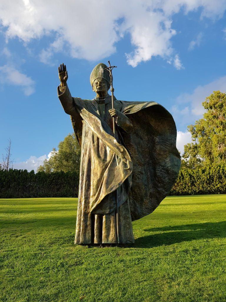 Na zdjęciu: pomnik Jana Pawła II.