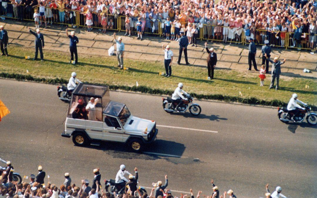 Wspomnienie z przejazdu Jana Pawła II do Unintexu.